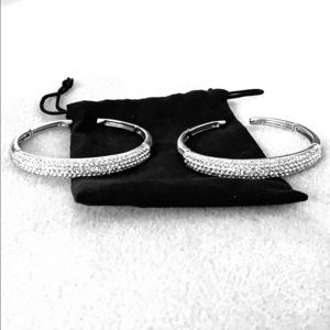 Silver colored bangle bracelets (set of 2)